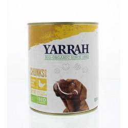 Hond brokjes kip in saus